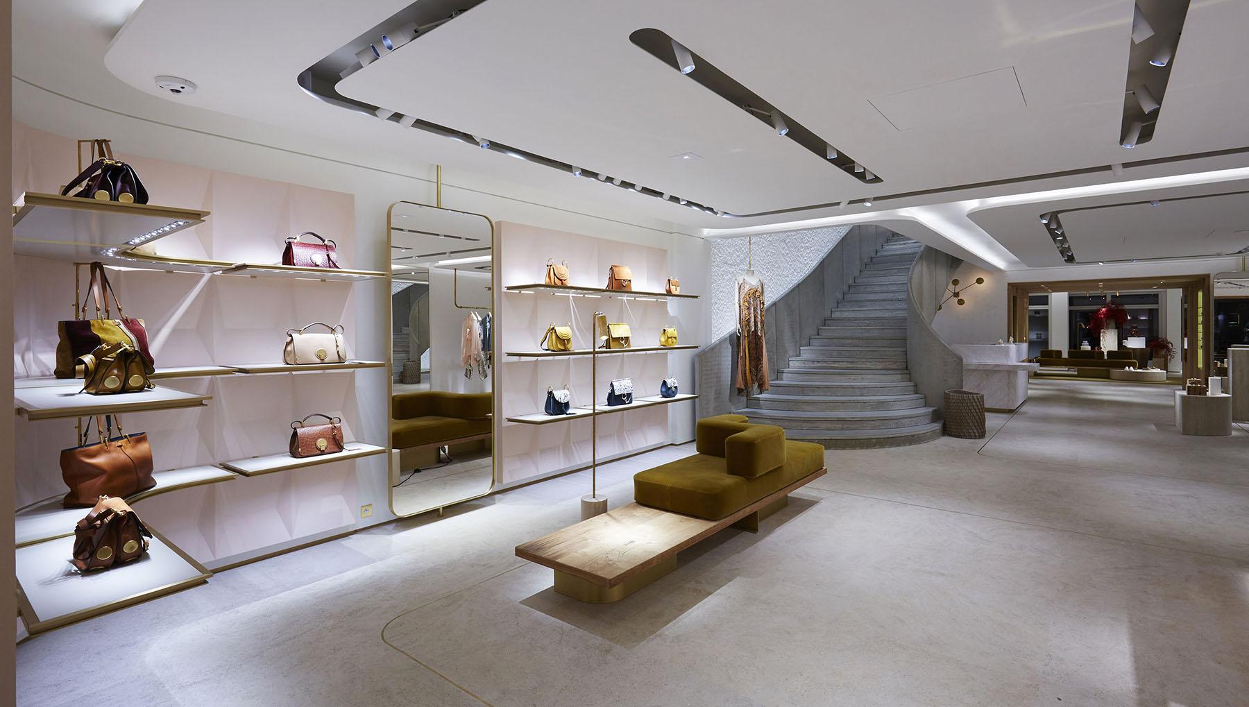 Playlists des showrooms et design sonore des boutiques luxe Chloé