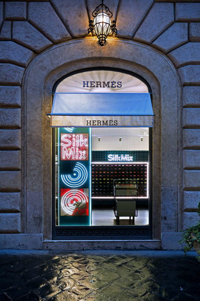 Vitrine du Silk Mix d'Hermes - Audio branding et DJ mix par O+ CO design sonore